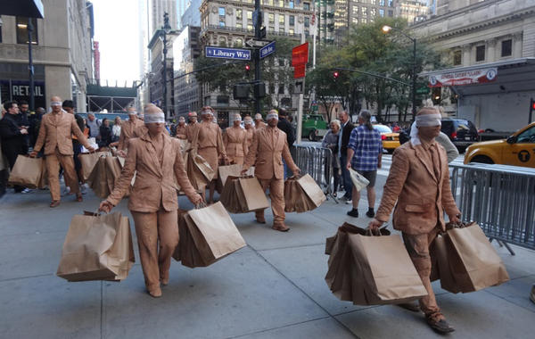 Почему дешёвая одежда скоро будет никому не нужна