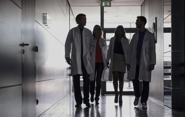 Бизнес в белом халате: Как небольшие клиники борются с сетями и государством