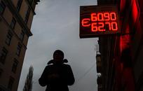 Что будет с рублём и когда покупать валюту к отпуску