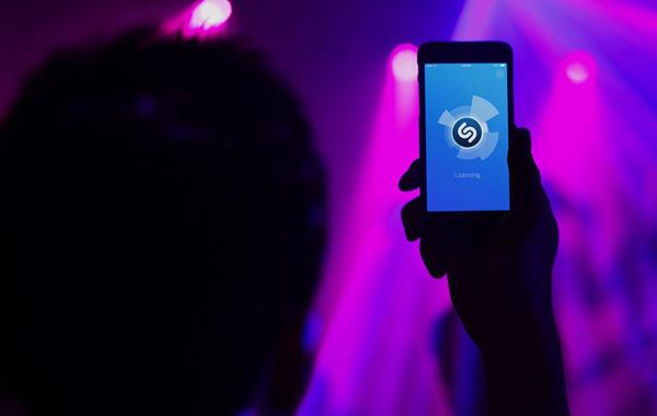 Трогнули, чтобы начать: История аудиосервиса Shazam, который шёл к прибыли 17 лет