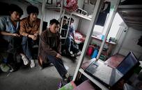 Потогонные клики: Как чернорабочие из Азии конкурируют с роботами