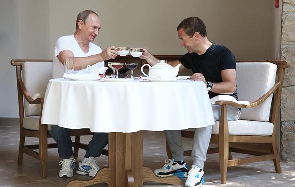 «Тамбовский бекон», «Вятский квас» и другие: Как Путин и Медведев пиарят бренды