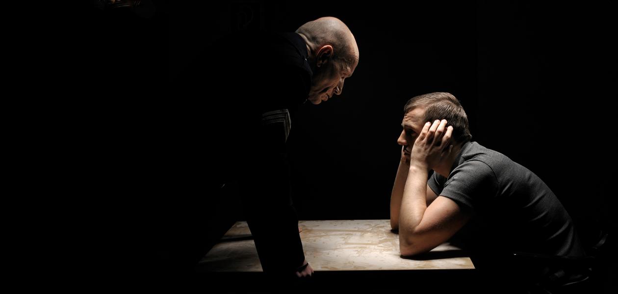 «Ты о матери подумал?»: Как следователи давят на допросах