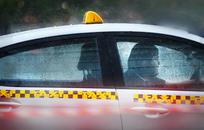 Война такси: Иностранцам запретили возить пассажиров, поездки подорожали