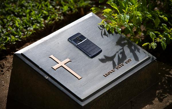 Похороните меня с Vertu: Уголовная драма последнего владельца громкого бренда