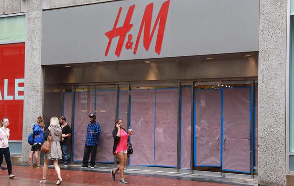 H&M закрывает магазины из-за падения продаж