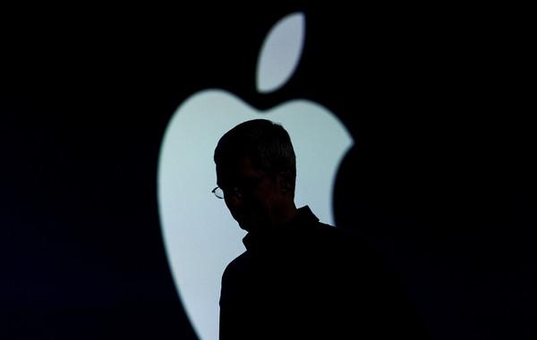 Apple будет менять батареи айфонов со скидкой, чтобы вернуть доверие фанатов