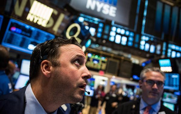 Российский рынок ценных бумаг падает вслед за мировым