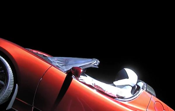 Илон Маск запустил в космос «Теслу» на ракете Falcon Heavy (обновлено)