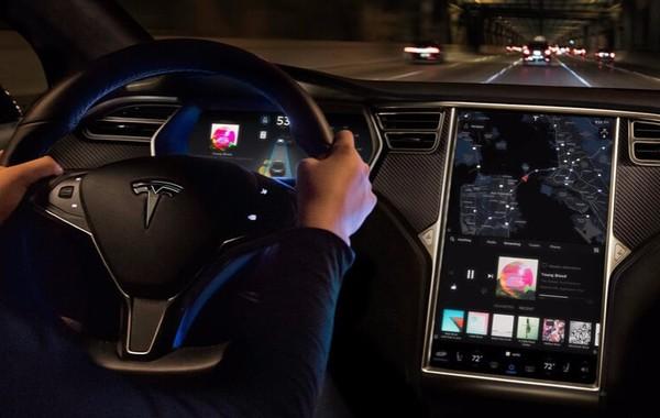 Tesla отчиталась о рекордном убытке. Каждую минуту компания теряет $6500