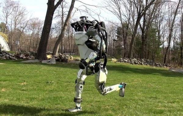 Видео: Человекоподобный робот Boston Dynamics научился бегать
