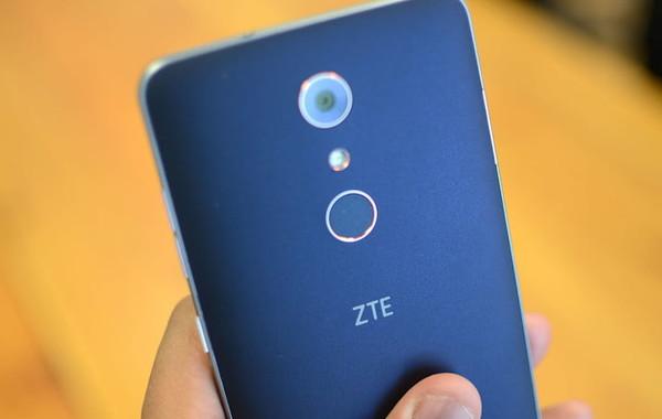 ZTE заплатит $1 млрд за возможность продавать смартфоны в США