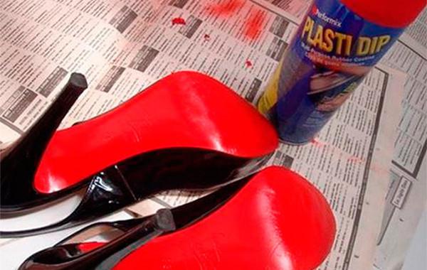 Кристиан Лубутен через суд запретил конкурентам делать туфли с красными подошвами