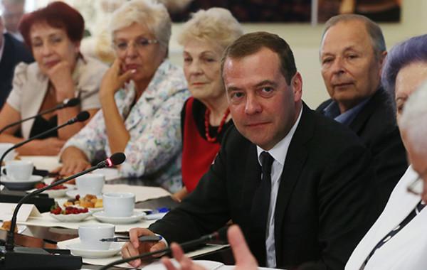 Медведев назвал новый пенсионный возраст для мужчин и женщин