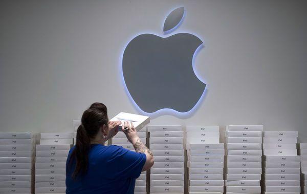 Продажи гаджетов Apple упали, но компанию спасли сервисы