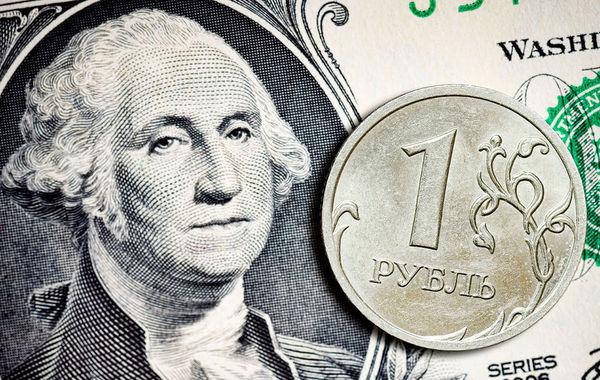 Рубль подешевел до двухлетнего минимума