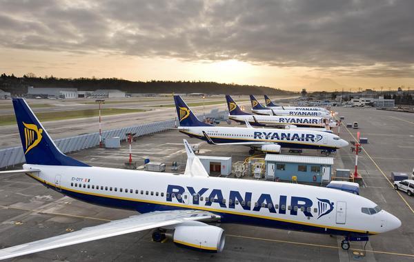 Ryanair отменил сотни рейсов из-за крупнейшей забастовки пилотов