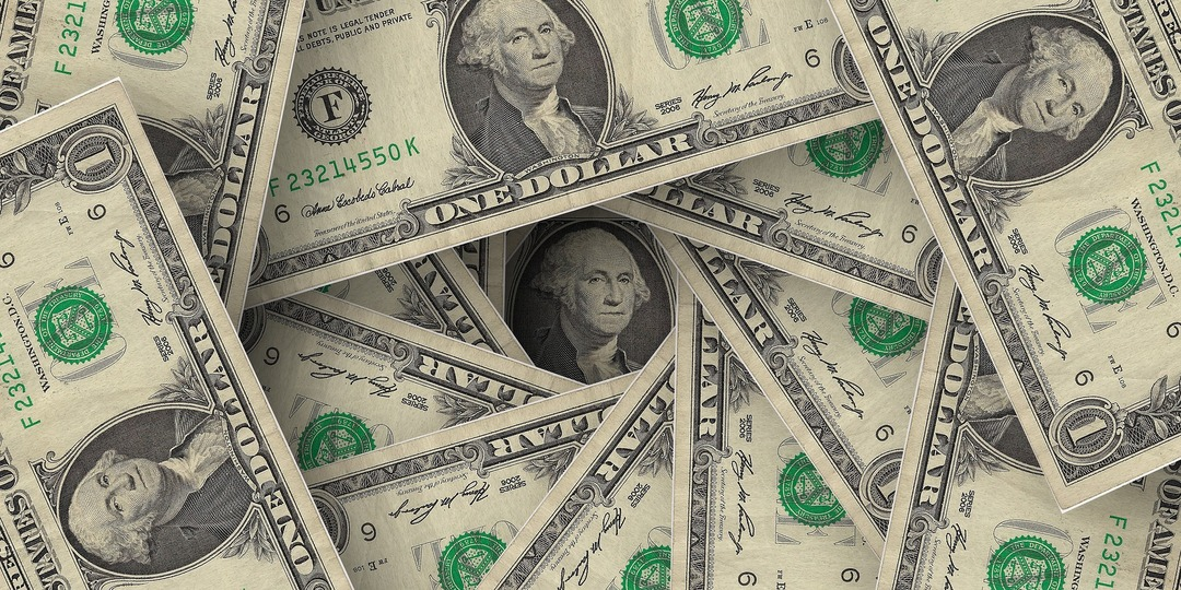 Доллару предсказали падение до 65 рублей