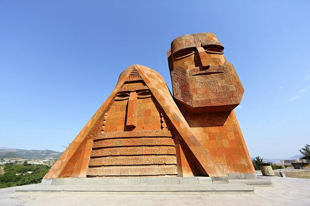Россия выделила Армении 10 млн на помощь переселенцам из Карабаха
