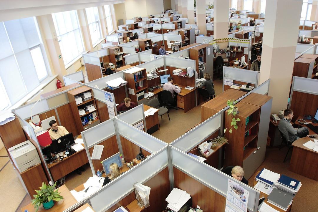 Названа доля компаний, ожидающих сокращений сотрудников в 2021 году