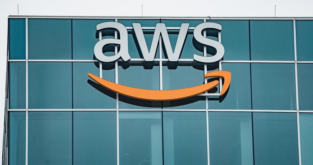 Amazon получил иск за отключение соцсети Parler. Компанию обвинили в подыгрывании Twitter