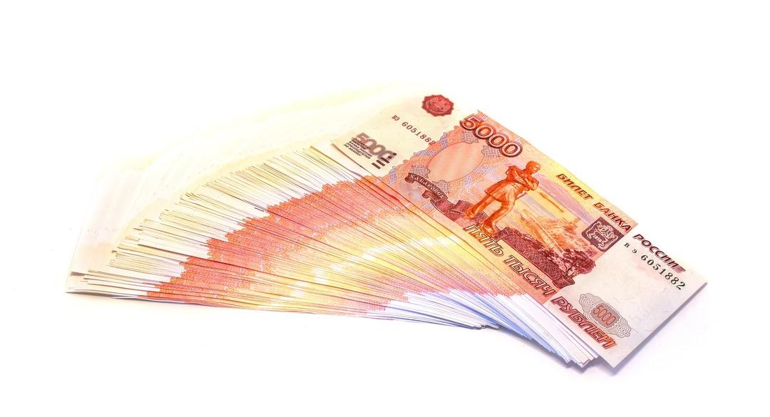 Кассирша из Ростова за 4 года вынесла 9,5 млн рублей, заменив их билетами банка приколов