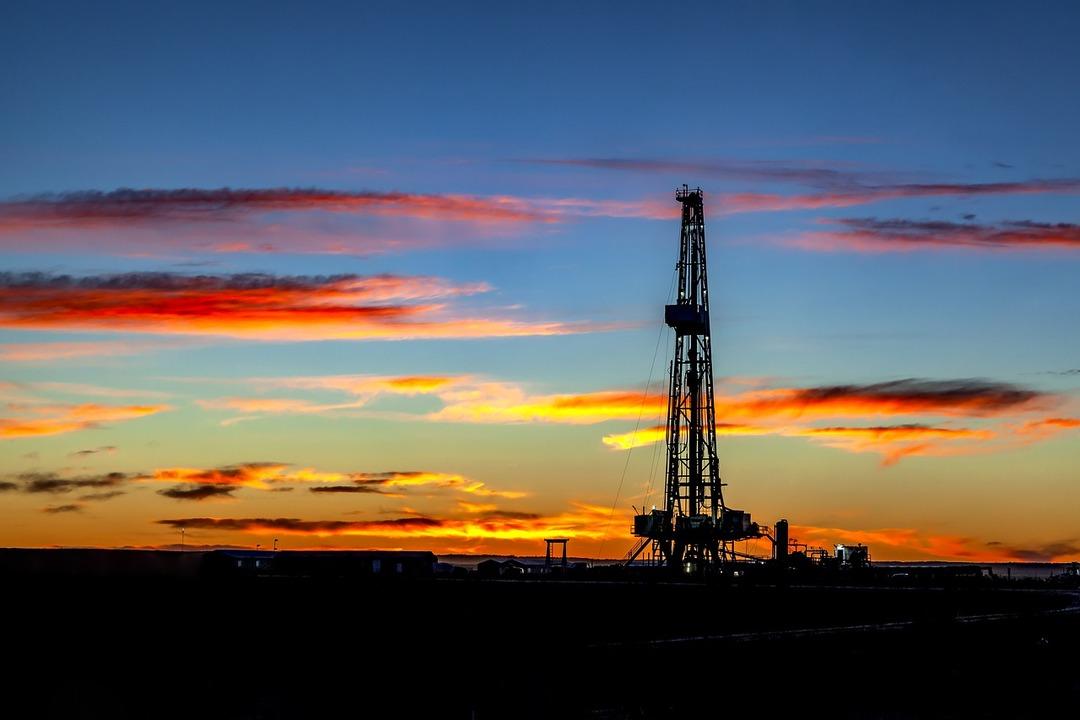 Путин призвал тратить больше денег из резервного фонда на продвижение нефти и газа