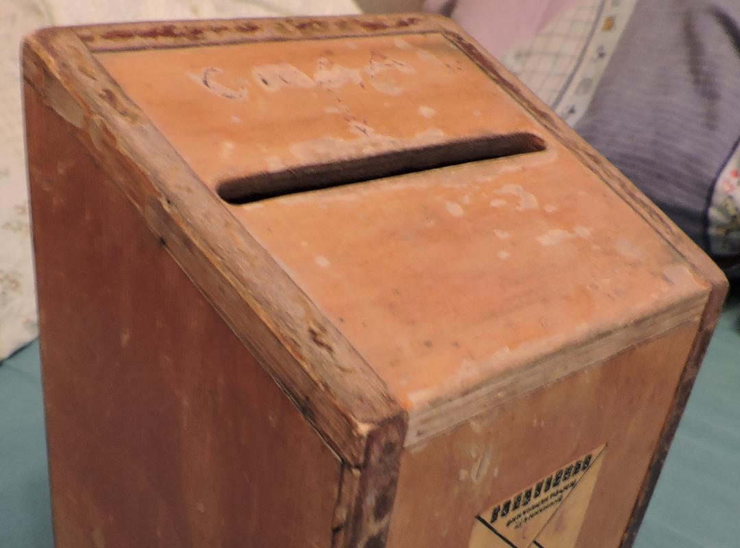 В России хотят ввести штрафы за незаконную установку ящиков для пожертвований. Их облюбовали мошенники
