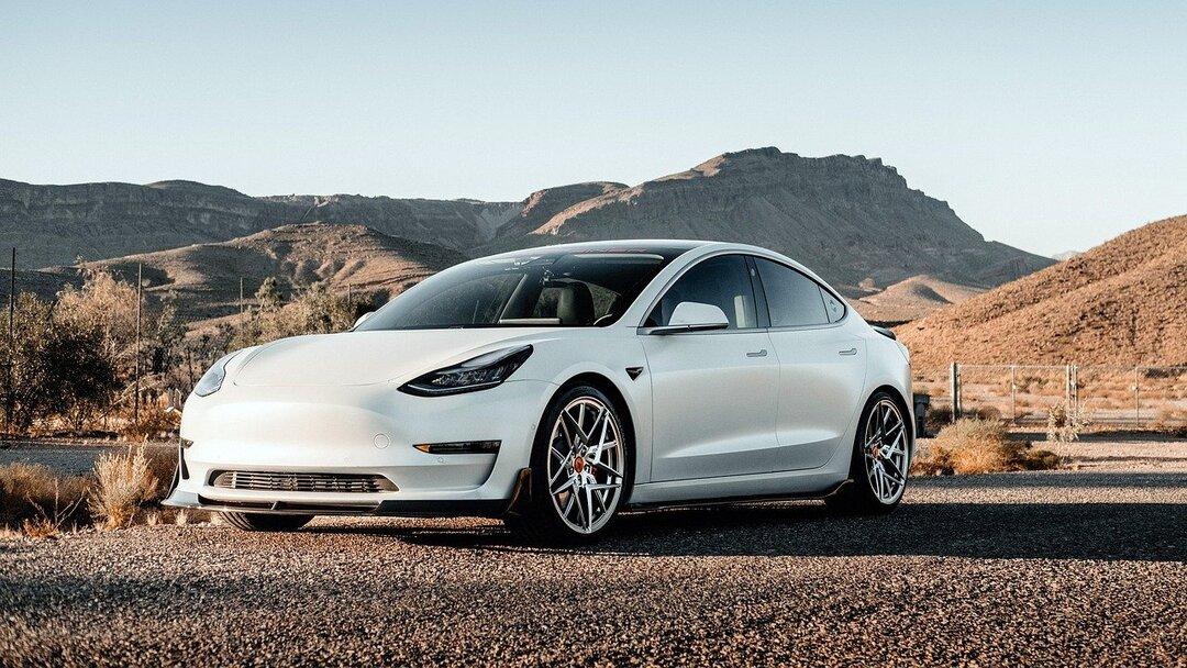 У выхода Tesla на прибыль нашлось неожиданное объяснение. Дело не в проданных электромобилях