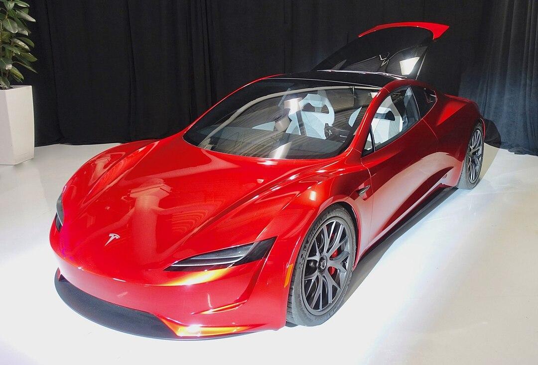 Tesla, которая парит. Илон Маск захотел расширить возможности нового Roadster