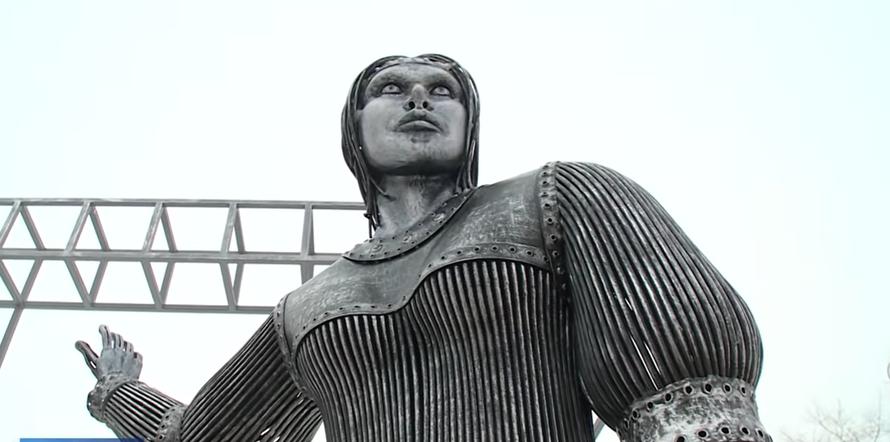 Нововоронежскую скульптуру-мем Алёнка продали за 2,6 млн рублей