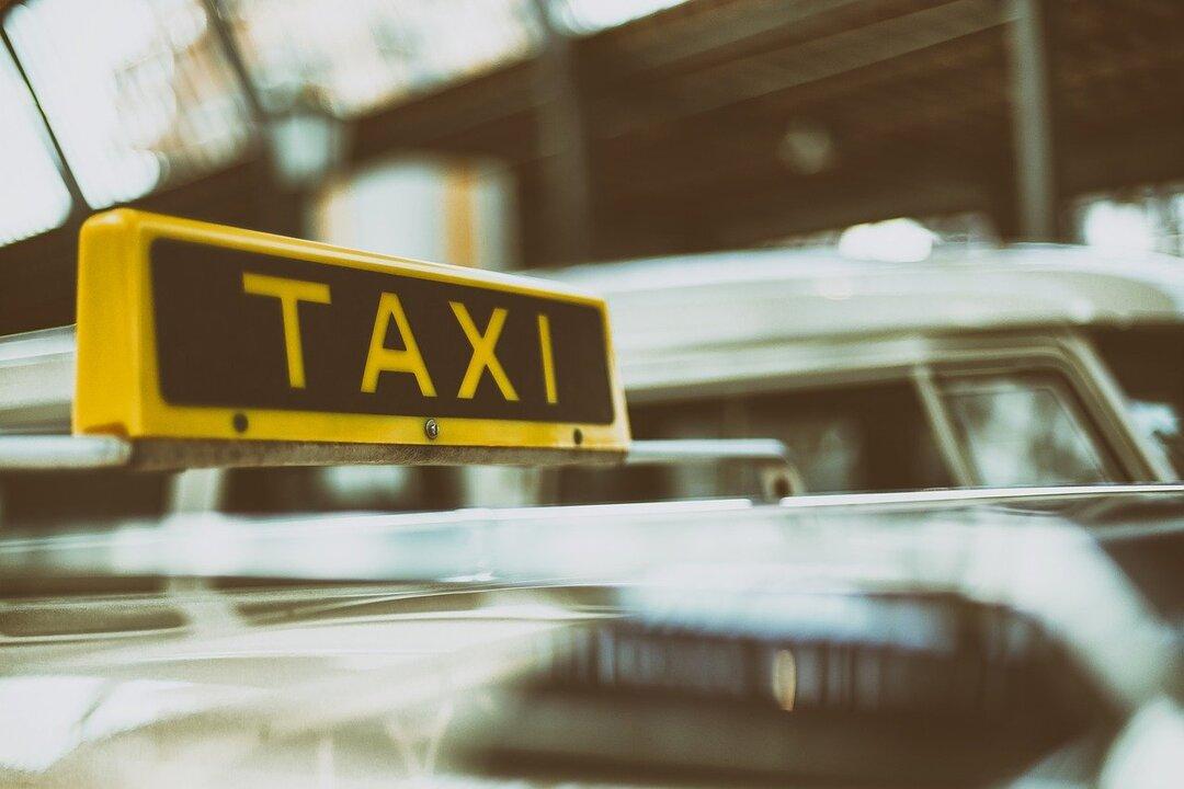 ФАС проверит Яндекс.Такси и Uber после жалоб на подорожание такси