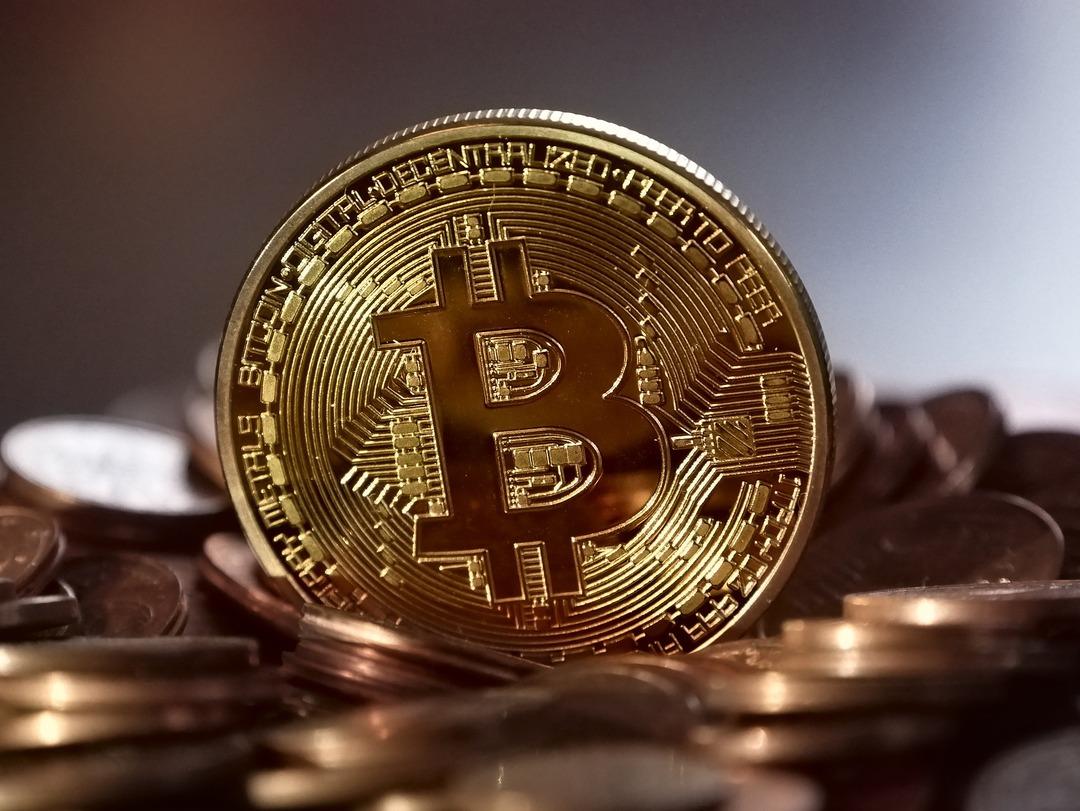 Стоимость биткоина впервые превысила $52 000