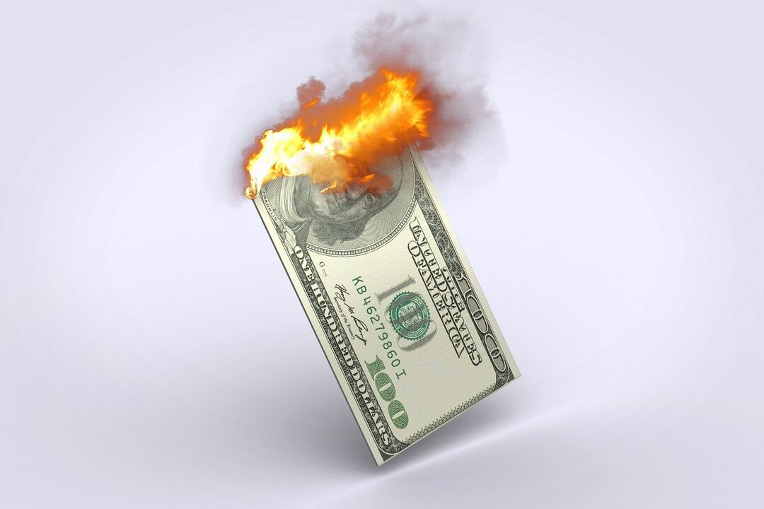 Над десятками российских банков нависла угроза дефолта