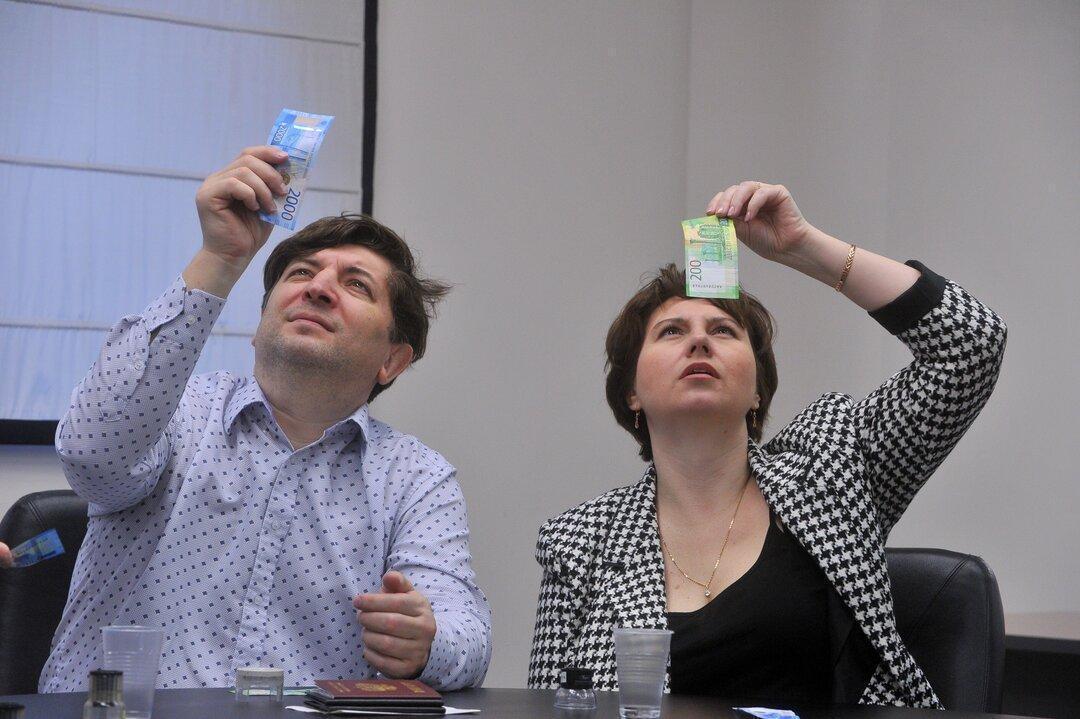 МРОТ соответствует нищете. Учителя по всей России показали квитанции со своими зарплатами