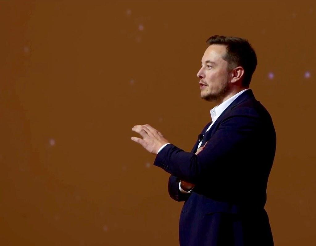 Маск потерял $15 млрд на фоне падения акций Tesla