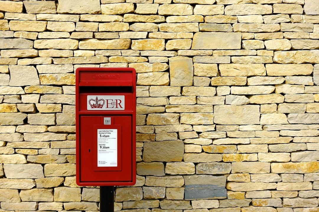Британцы бросились скупать потерянные посылки. Там их ждёт сюрприз