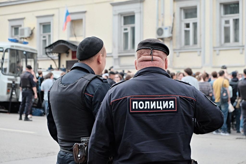 Путин увеличил штрафы за неповиновение силовикам