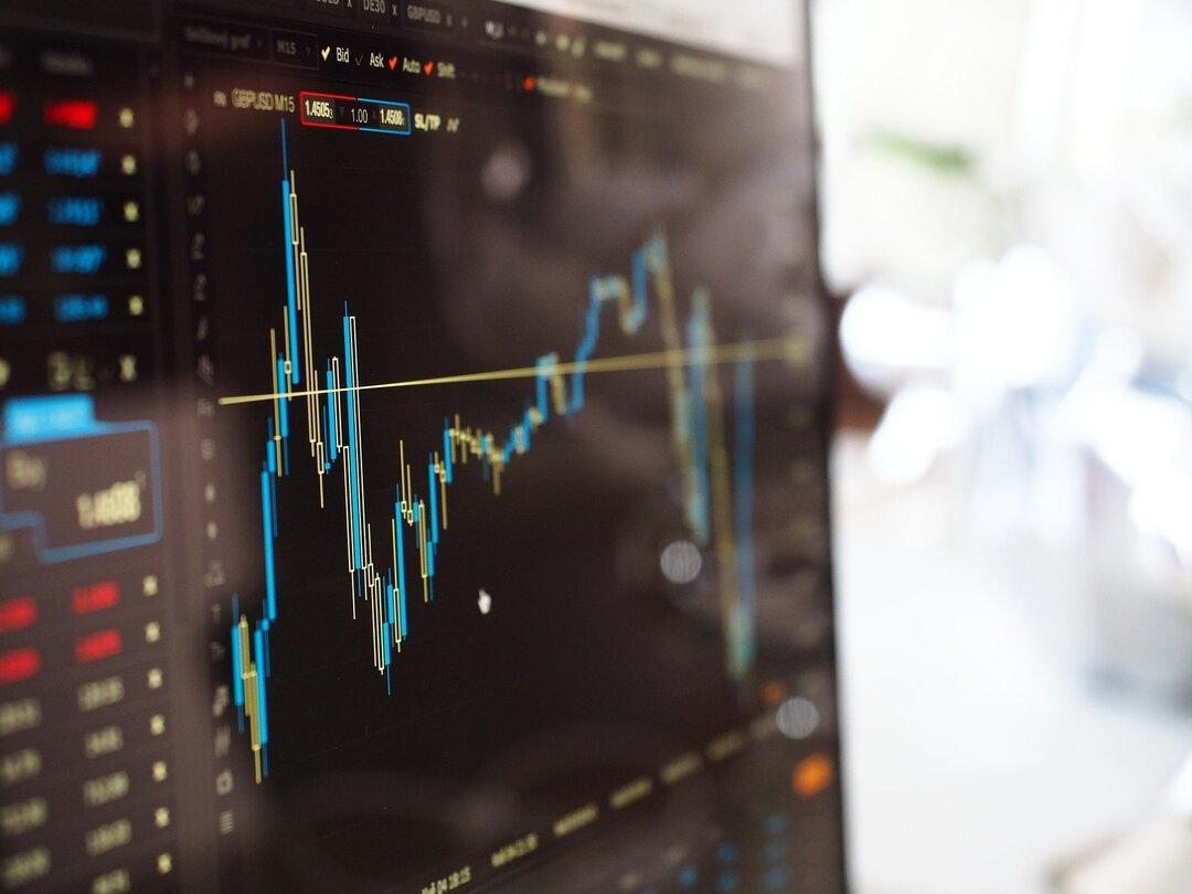 Инвестиции россиян на фондовом рынке в 2020 выросли почти в два раза