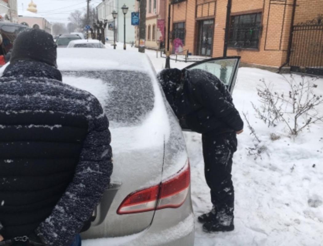 В России бизнесмена задержали за взятку в 250 тысяч рублей. Он пытался вернуть конфискованные сигареты