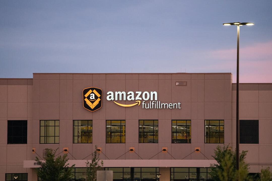 Amazon обвинили в дискриминации чернокожих