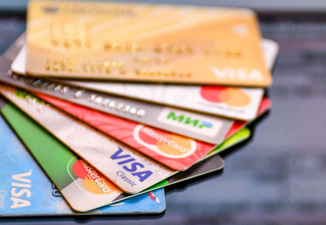 Россияне накопили рекордные долги по кредиткам