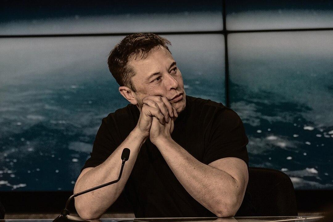 Инвестор Tesla решил засудить Илона Маска из-за непредсказуемых твитов