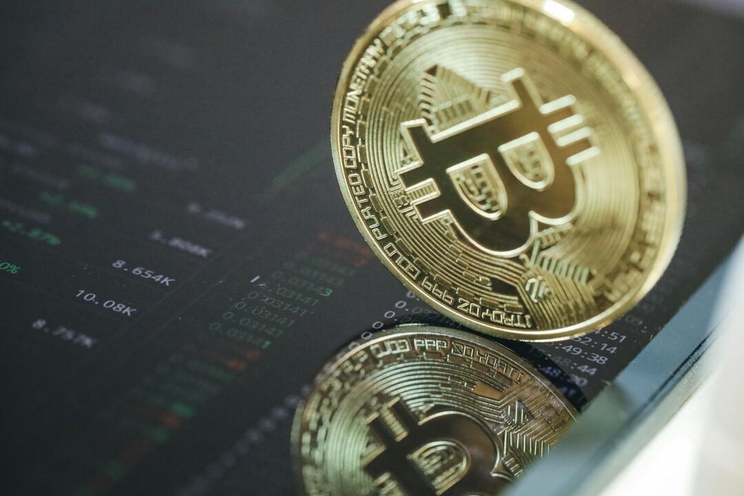 Стоимость биткоина впервые превысила $60 тысяч