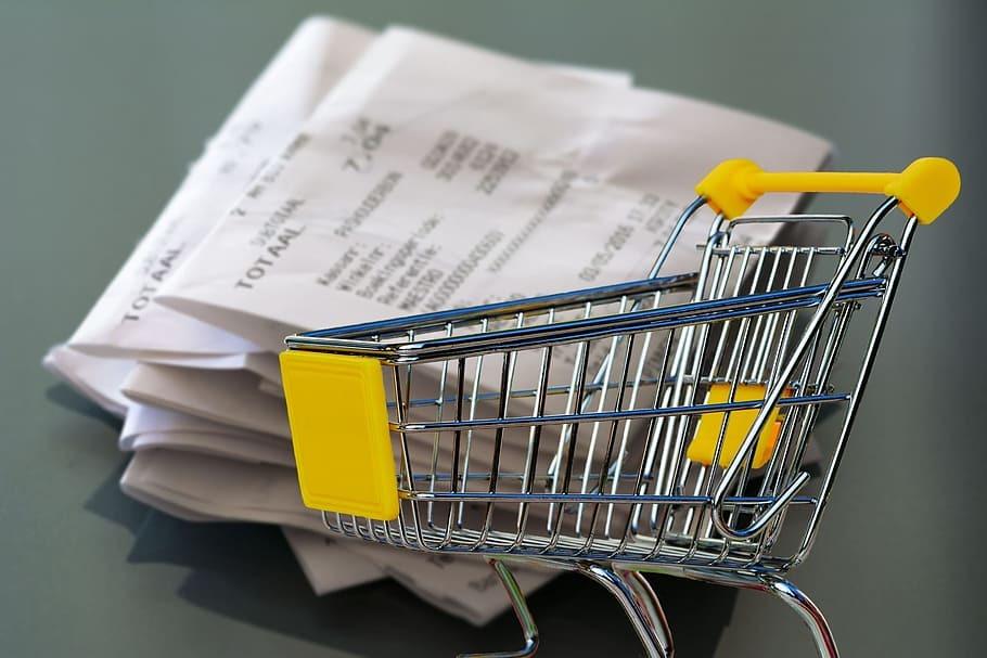 Россияне отказались от бумажных чеков и помогли торговым сетям сэкономить миллионы рублей