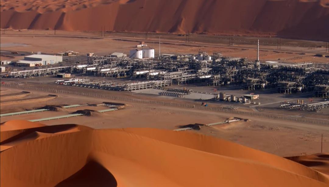 Прибыль арабского нефтяного гиганта рухнула почти вдвое за год