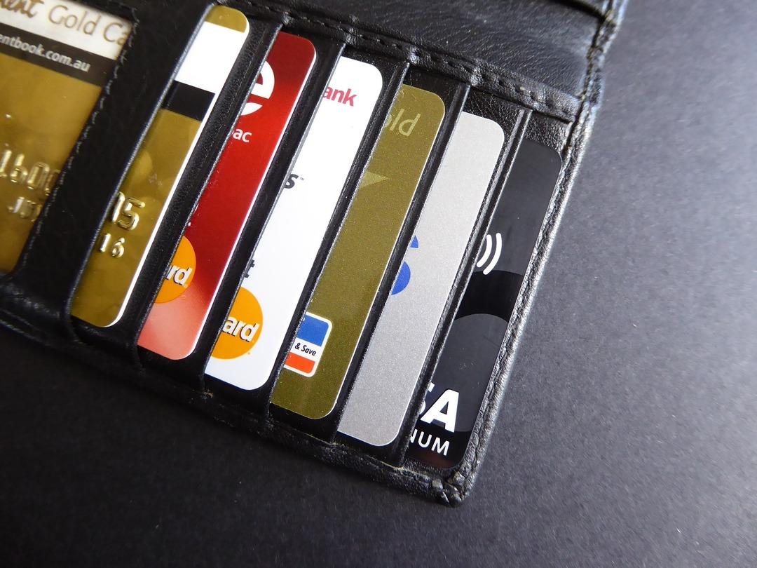 Просроченная задолженность россиян по кредитным картам выросла до 150 млрд рублей