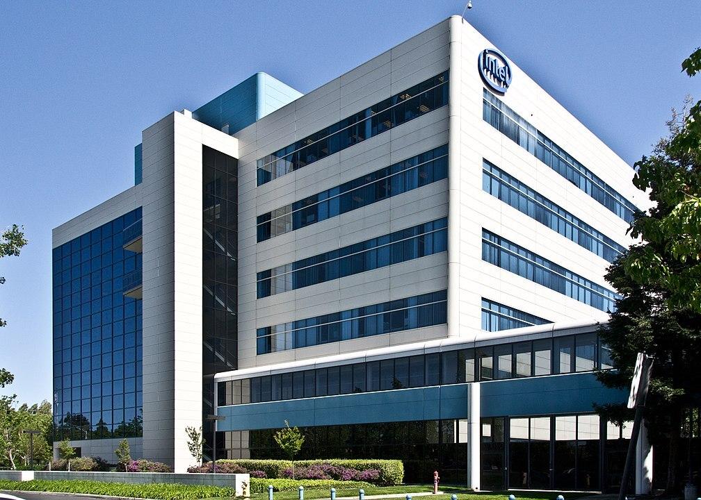 Intel потратит $20 млрд на заводы по производству чипов