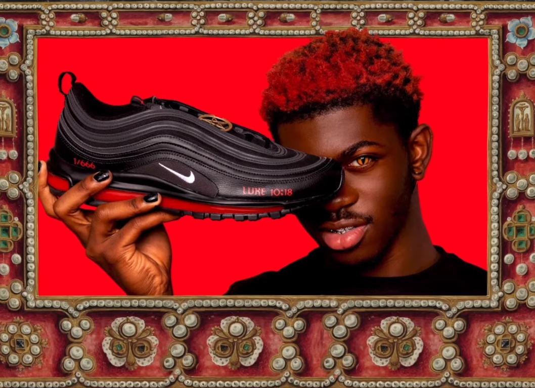 Nike уладила конфликт с создателями сатанинских кроссовок. Их начали перепродавать за $20 тысяч