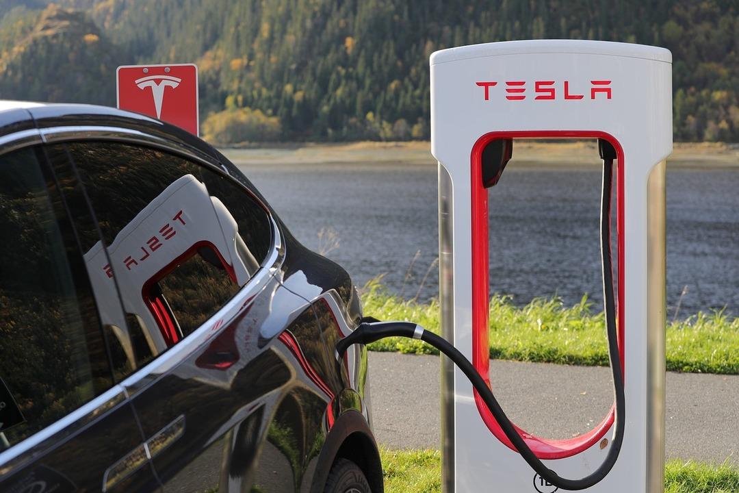 Акции Tesla рухнули после гибели людей в ДТП с автомобилем на автопилоте